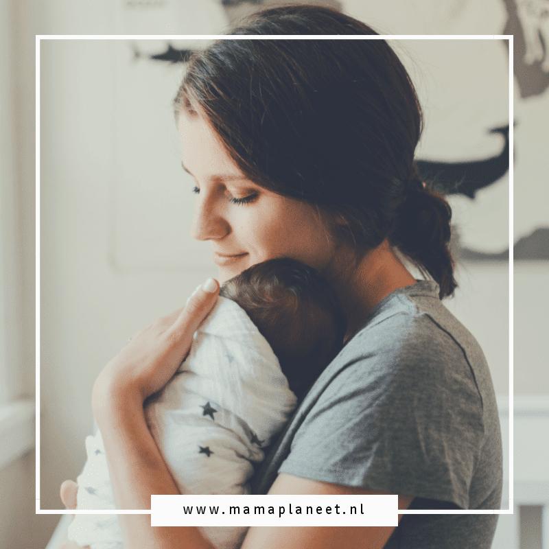 Na een korte zwangerschap werd de baby met een spoed keizersnee gehaald en werd ik mama van een prematuur met klompvoetjes