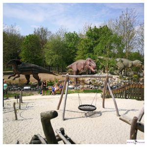 speeltuin, zand, strandachtig, speeltoestellen voor kinderen in Dinoland Zwolle