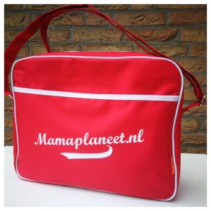 Rode tas met witte letters Bulbby @ Blogger By Nature