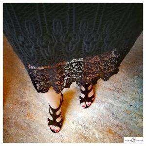 Zwarte jurk, zwarte open schoenen en rode nagelak @Blogger by Nature