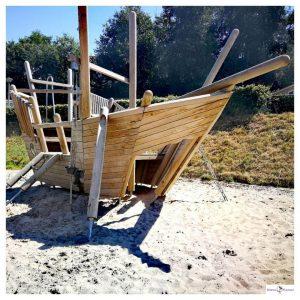 Houten speelboot op vakantiepark Resort Arcen