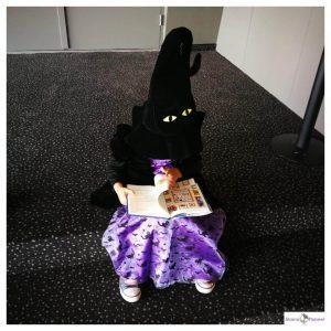 verkleed meisje als heksje