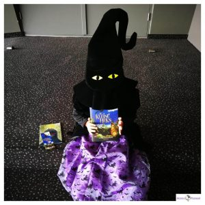 feestwinkel xl jurkje en De Kleine Heks boek