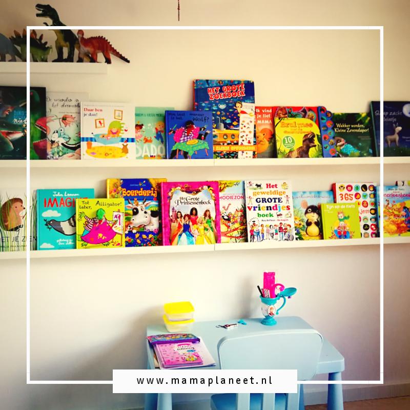 kinderboeken op de boekenplank