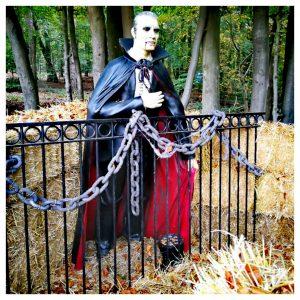 dracula in het doolhof tijdens Halloween in Julianatoren