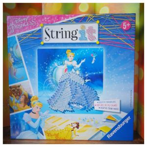 String Art van Ravensburger String It met Disney prinsessen Assepoester en Belle