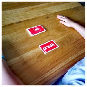 Meisje oefent met Flitskaartjes groep 3