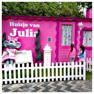 2 kleuters bij Julia's huisje Julianatoren Apeldoorn
