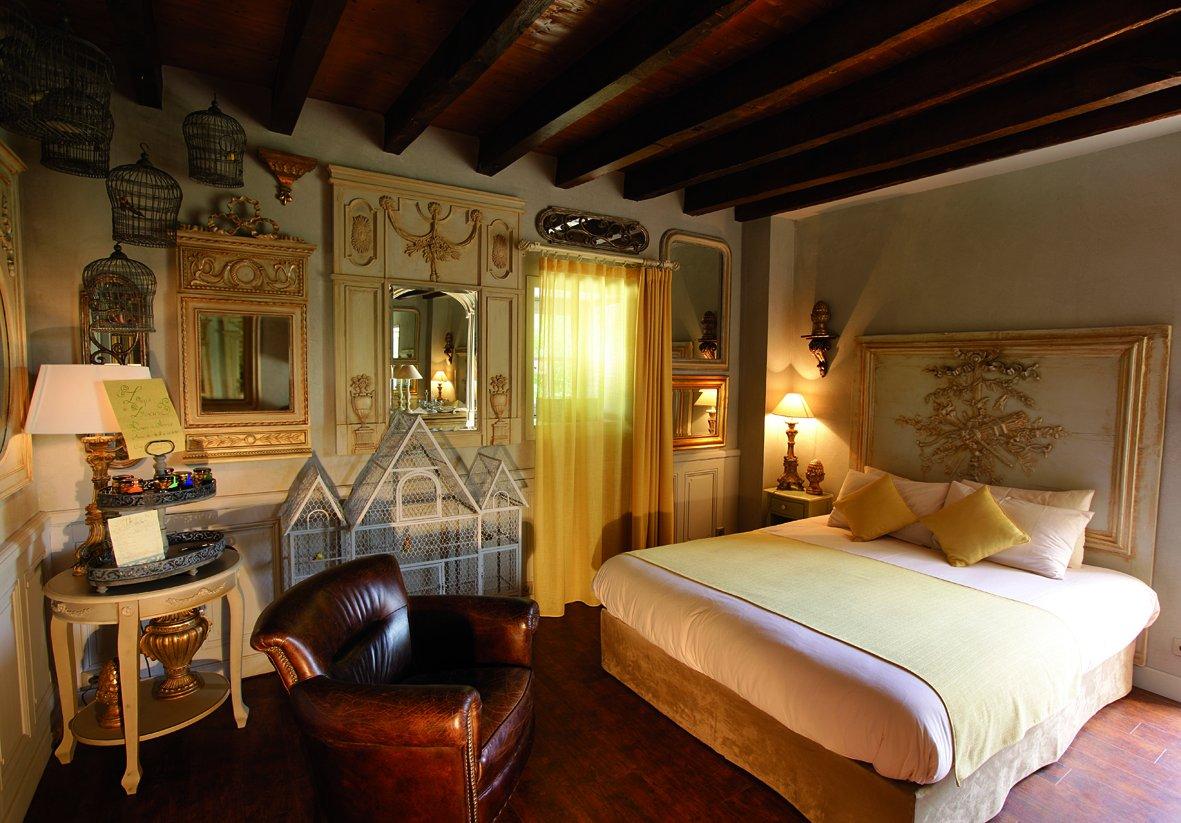 Slapen in Le Logis de Lescure hotel puy du fou overnachten bij themapark Puy du fou