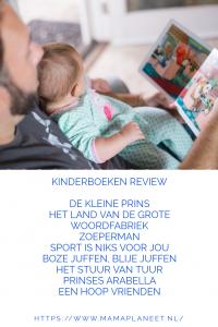 vader leest een kinderboek/prentenboek voor aan zijn baby, peuter, kleuter