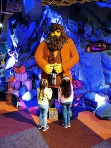 kinderen ontmoeten Hagrid van Harry Potter op LEGO world in Jaarbeurs Utrecht
