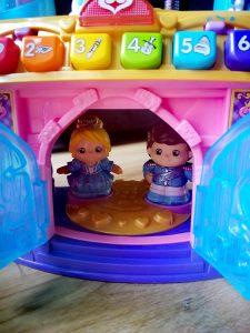 prins Victor en prinses Nora van vtech vrolijke vriendjes magisch lichtkasteel
