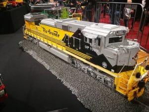 prachige trein van legoblokjes op LEGO world Jaarbeurs Utrecht