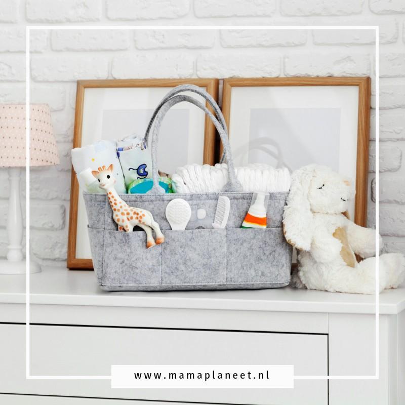 Luiertas baby onderweg met knuffel Sophie de Giraf MamaPlaneet.nl