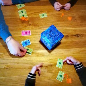 Bank attack spelen met kinderen