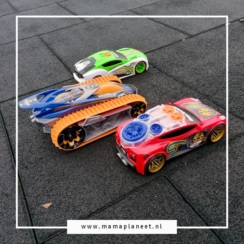 op afstand bestuurbare raceauto's van NIKKO Toys