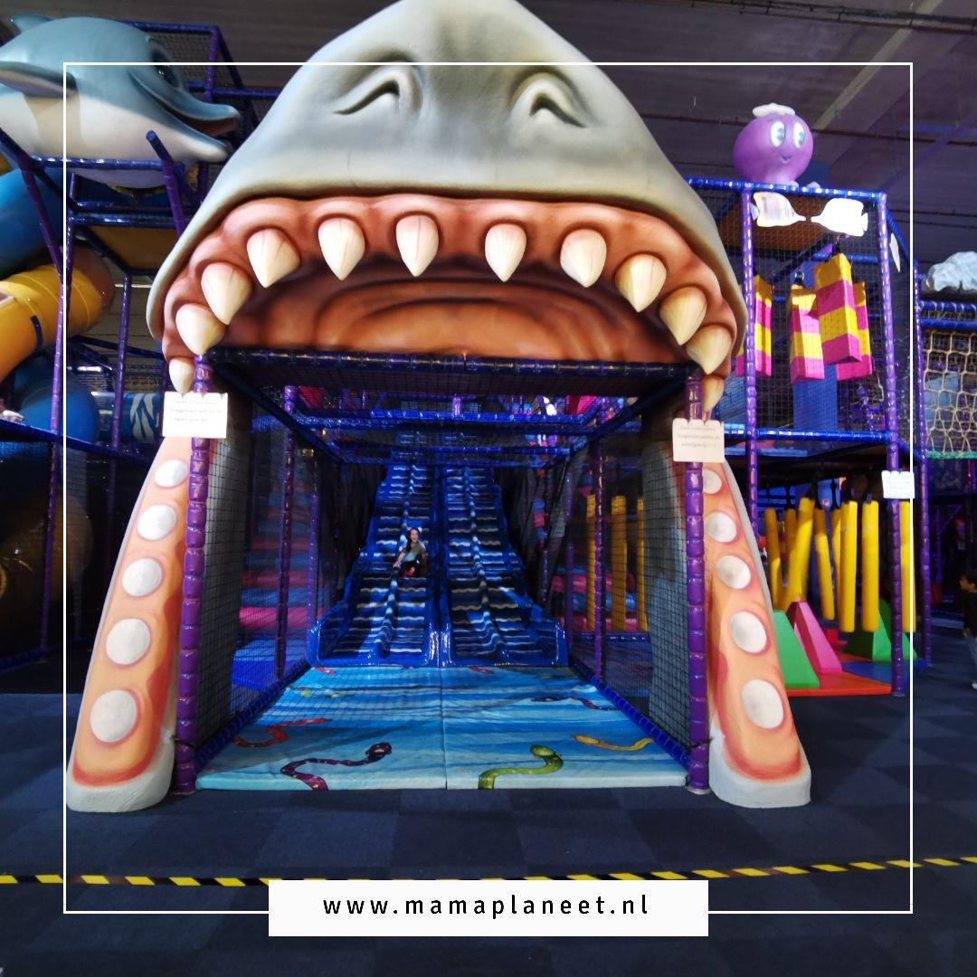 Play-In Kids-In binnenspeeltuin indoor speelparadijs The Wall Utrecht met trampolinepark en klimuur voor peuters, kleuters, kinderen en tieners