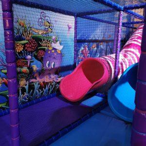 Play-In binnenspeeltuin The Wall Utrecht Midden Nederland met trampolinepark en klimuur