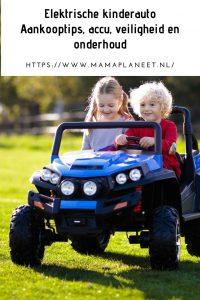 Peuter en kleuter in elektrische kinderenauto voor kinderen Mamaplaneet.nl