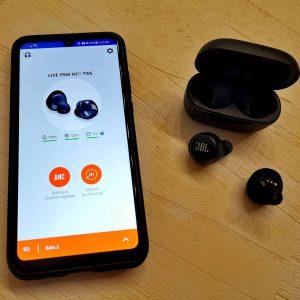 Draadloze koptelefoon oordopjes bluetooth JBL LIVE FREE NC+ TWS met Active Noise Cancelling met Smart Ambient review MamaPlaneet.nl