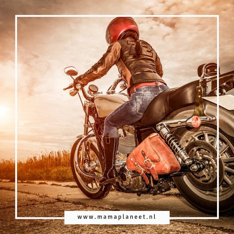 motorvriendelijke kapsel vrouw helm-proof haarstijlen mamaplaneet.nl